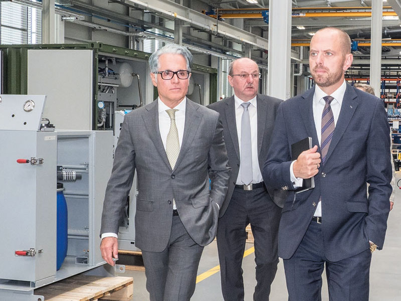 Touring the new production plant: Philipp Bayat, Johann Lesser, Dr. Bruch (from left to right)